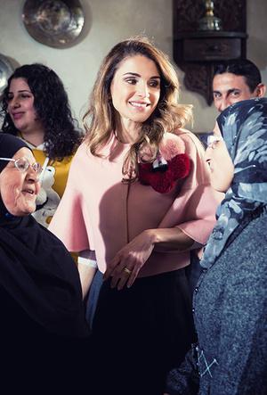 Фото №4 - Дивный Восток: 10 лучших выходов иорданской королевы Рании за 2017 год