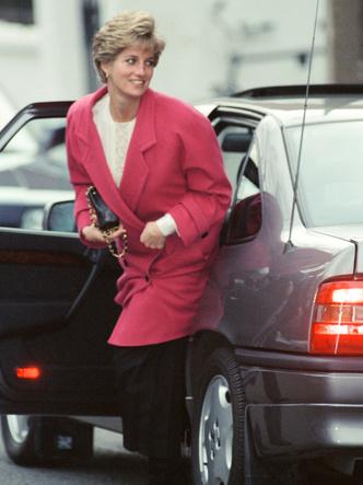 Фото №40 - От персикового до фуксии: как принцесса Диана носила розовый цвет (и почему он ей так шел)
