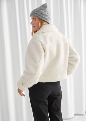 Фото №7 - 4 бренда, у которых можно найти плюшевые куртки, как на Лили Коллинз