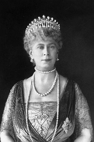 Фото №17 - Почему герцогиня Кембриджская так любит тиару «Узелки любви»