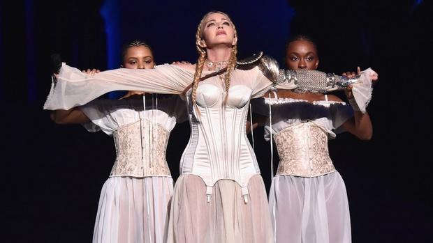 Фото №3 - Как тело Мадонны наказало ее за десятилетия суровых нагрузок и диет
