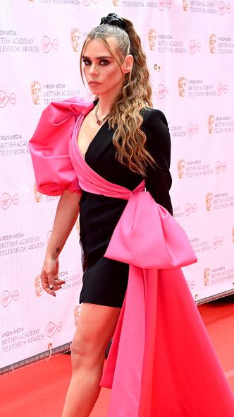 Фото №19 - Теле-BAFTA 2021: самые стильные знаменитости на красной дорожке