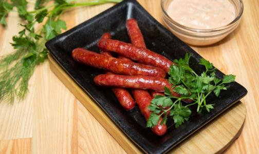 Фото №1 - Пикник без последствий: в колбасках для гриля нашли сальмонеллу и листерии