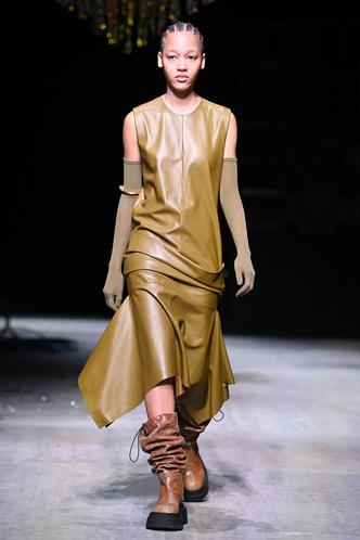 Фото №45 - Полный гид по самым модным платьям осени и зимы 2021/22