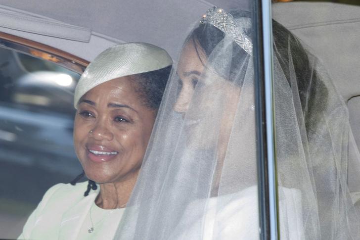 Фото №2 - 16 доказательств любви: трогательные кадры Меган Маркл и ее матери