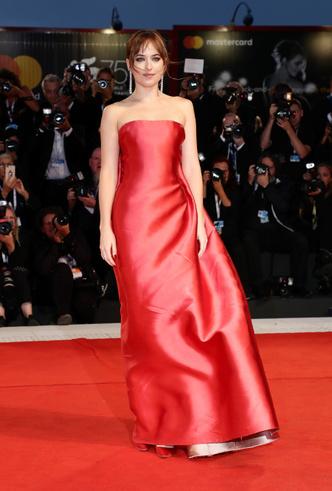 Фото №35 - От Джиджи Хадид до Леди Гаги: кто одевает самых стильных звезд