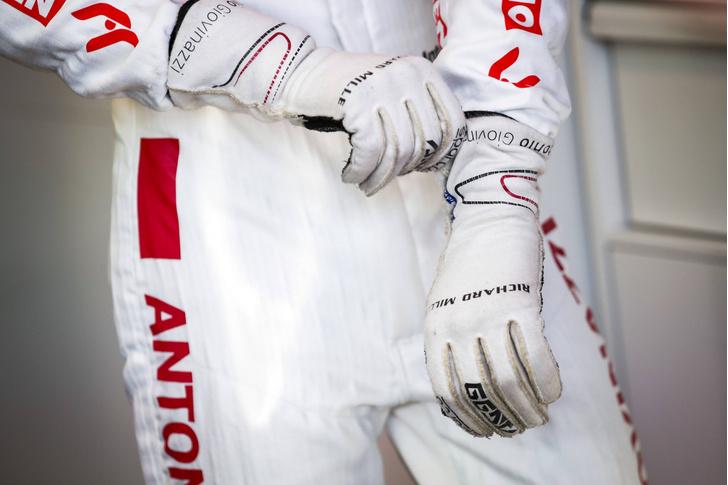 Фото №1 - Пилоты Формулы-1 перешли на «удаленку»