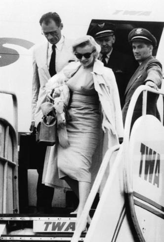 Фото №2 - Две королевы: как прошла единственная встреча Елизаветы и Мэрилин Монро