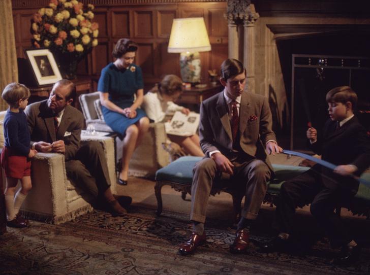 Фото №2 - Почему отношения принца Чарльза с сестрой и братьями всегда были напряженными