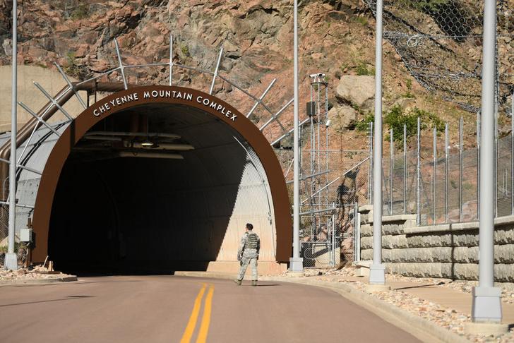Фото №2 - Бункер Судного дня: комплекс воздушно-космической обороны США, спрятанный в горе