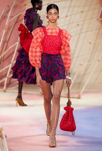 Фото №7 - Асимметрия, деним и карго: самые модные юбки лета 2020