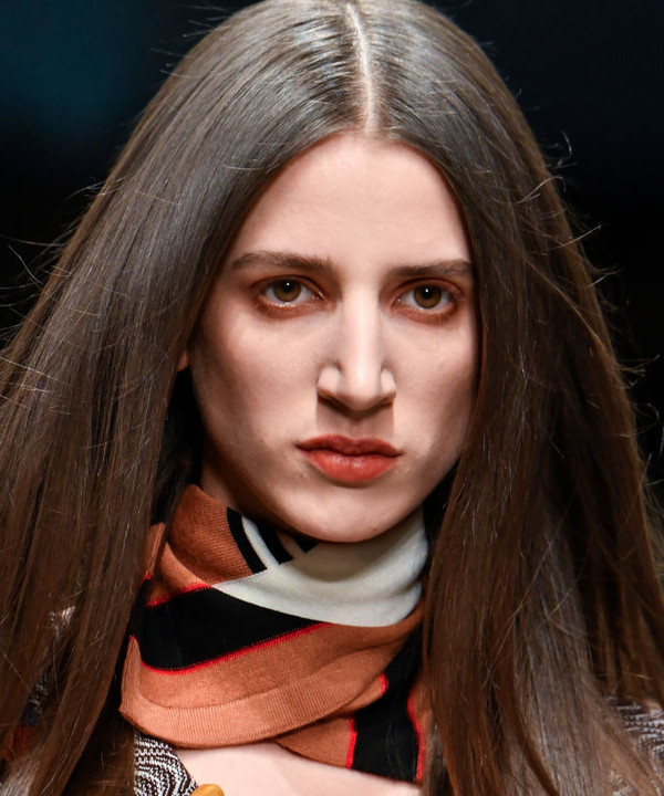 Модные стрижки на длинные волосы в 2021