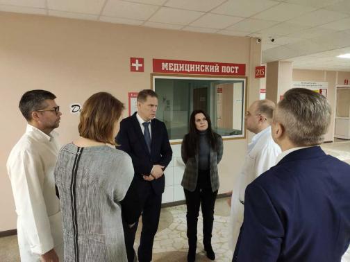 Михаил Мурашко проверил тюменский медцентр для эвакуированных россиян