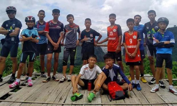 Фото №1 - #13Survived: в Тайланде нашли 13 пропавших в затопленной пещере подростков