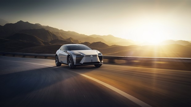 Фото №7 - Lexus представил новый концепт-кар с полностью электронной системой управления
