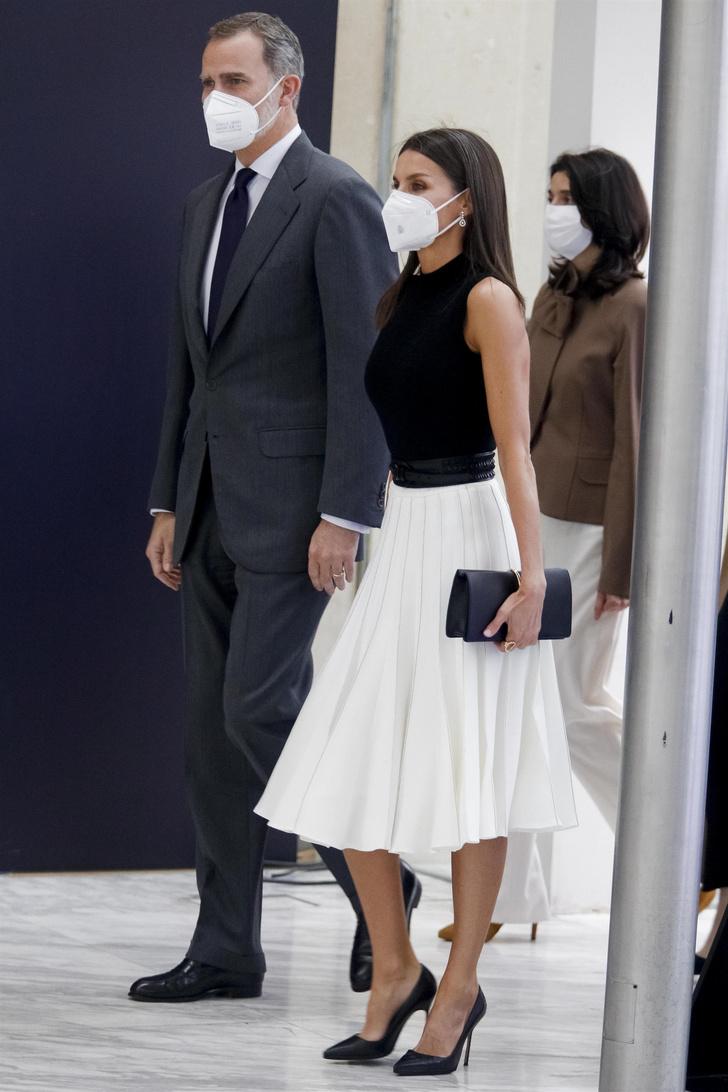 Фото №1 - Идеальная плиссированная юбка на лето— у королевы Летиции