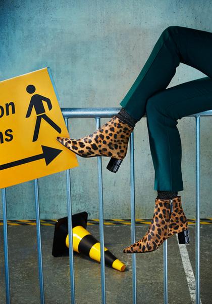 Фото №2 - Стук каблуков по мостовой: городской шик в новой рекламной кампании Ballin
