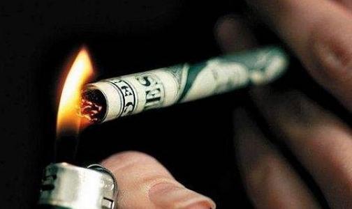 Фото №1 - В месяц курильщики тратят на сигареты больше тысячи рублей
