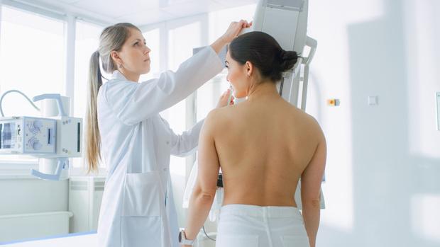 Фото №1 - Рак груди: самые ранние признаки, что пора к врачу