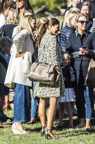Фото №8 - Как принцесса Эстель провела свой первый день в школе