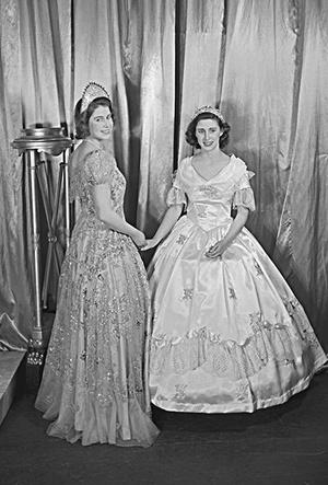 Фото №28 - Рождественский театр Виндзоров: как принцессы Елизавета и Маргарет поднимали боевой дух нации