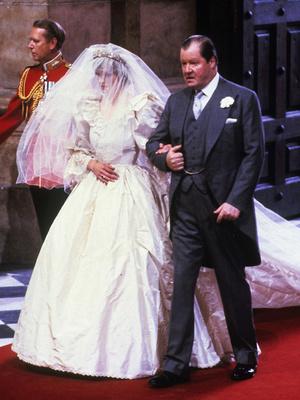 Фото №3 - Почему принцесса Диана не могла надеть на свою свадьбу туфли на высоком каблуке