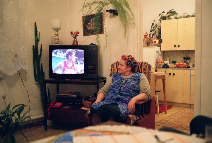 Фото №1 - Ученые рассказали о вреде телевизора для пожилых