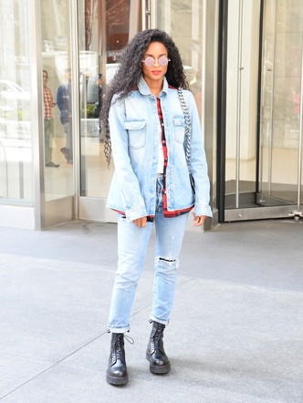 Фото №5 - Гайд: сочетаем джинсы с обувью в холодное время года