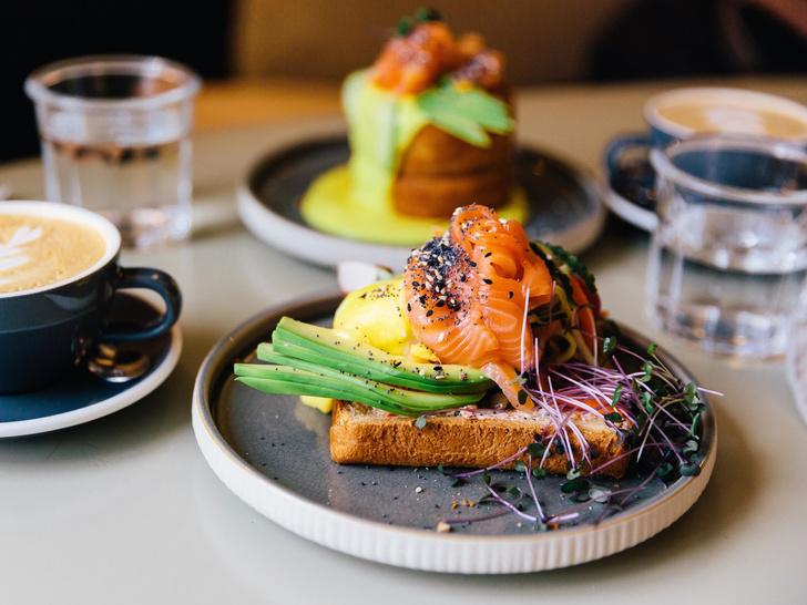 Фото №3 - Тосты на завтрак: 7 восхитительных и быстрых рецептов для всей семьи