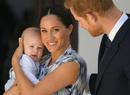 «Королева Меган и ее подданные»: почему новое фото Сассекских с Арчи возмутило Сеть