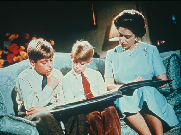Фото №11 - Какой матерью Елизавета II была для своих детей