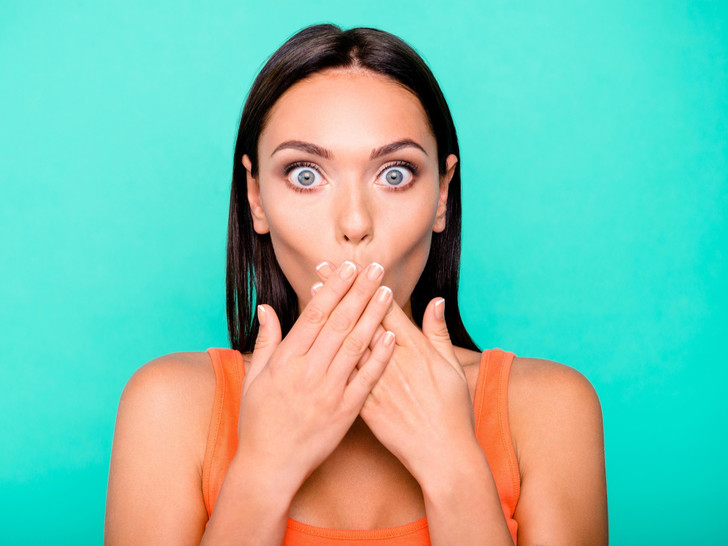 Фото №1 - 6 причин плохого запаха изо рта (и как от него избавиться)