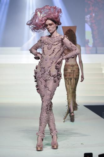 Коко Роша на показе Jean-Paul Gaultier Haute Couture Spring/Summer 2020