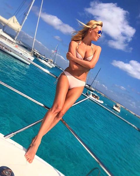 Олеся Судзиловская в купальнике фото