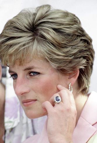 Фото №3 - Самый загадочный камень: как королевские особы носят сапфиры