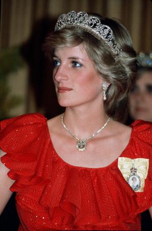 Фото №9 - 70 красных нарядов: как принцесса Диана носила любимый цвет