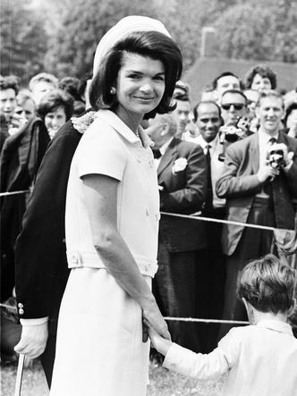 Фото №11 - Азбука стиля Жаклин Кеннеди: 10 вещей, которые она сделала культовыми