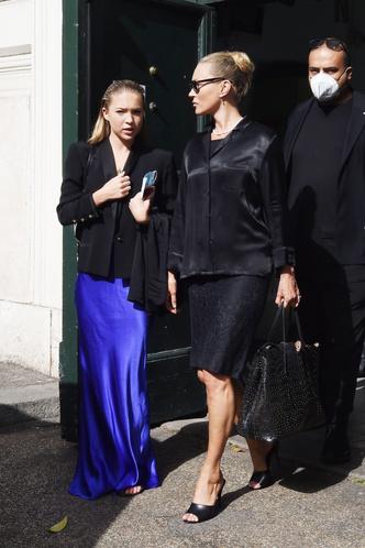 Фото №4 - Неожиданное трио: Ким Кардашьян, Кейт Мосс и Лила Грейс встретились в… Ватикане