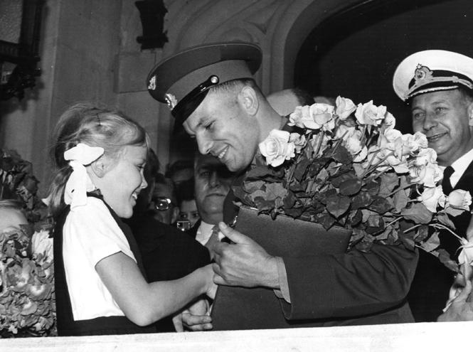 Фото №8 - Юрий Гагарин в Великобритании: как советский космонавт покорил Королеву и всех ее подданных