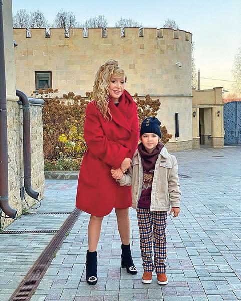 Фото №5 - Попкорн, шалости в замке и другие секреты красоты Аллы Пугачевой