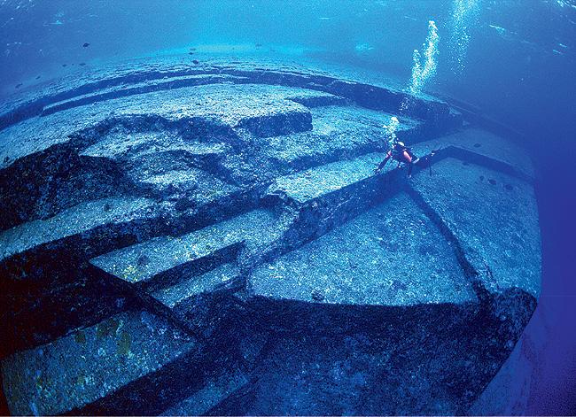 Фото №12 - Подводные пирамиды, петроглифы, статуи «рептилоидов»: 20 самых загадочных объектов мира