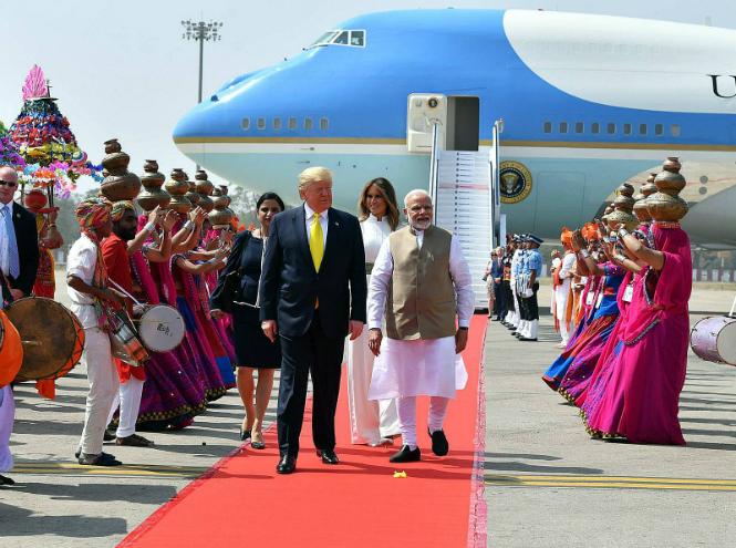 Фото №7 - Новый курс: что Мелания Трамп хотела сказать своим гардеробом в Индии
