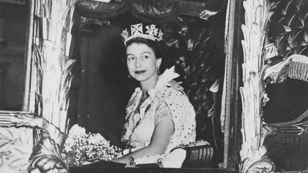 Фото №2 - 9 королевских тиар с удивительной историей