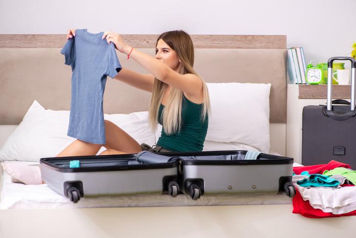 Фото №2 - Вместить нельзя оставить: полезные лайфхаки для маленького чемодана