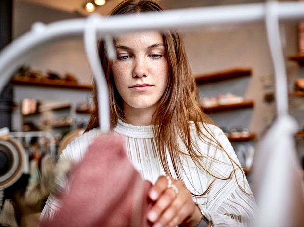 Фото №1 - Плохой шопинг: 7 причин, почему вам хочется сбежать из примерочной