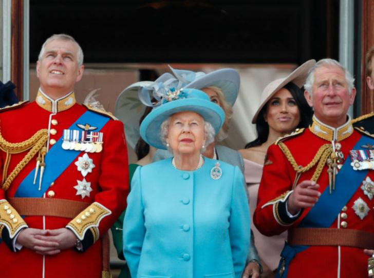 Фото №2 - Почему эта Пасха станет особенной для королевской семьи