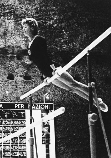 Фото №14 - Чемпионка на 4-м месяце беременности: история гимнастки Ларисы Латыниной, которая прыгнула выше головы