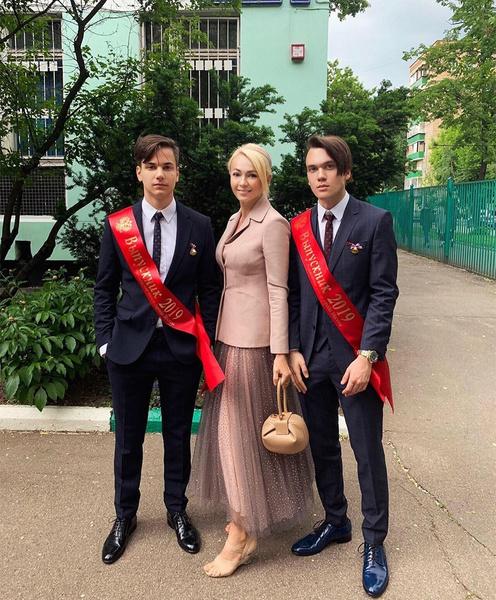 Яна Рудковская с сыновьями