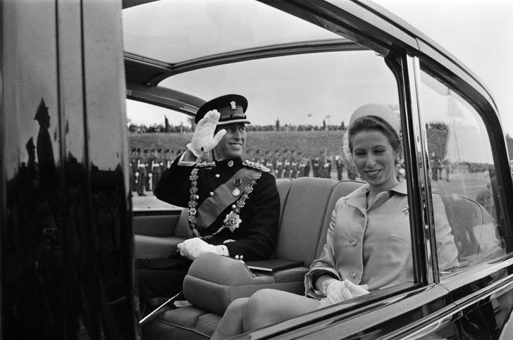 Фото №10 - Старший брат: самые трогательные фото принца Чарльза с принцессой Анной