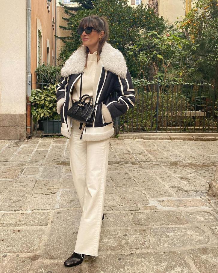 Фото №1 - В зимнем сезоне нам всем нужны классические джинсы цвета экрю, как у француженки Жюли Феррери